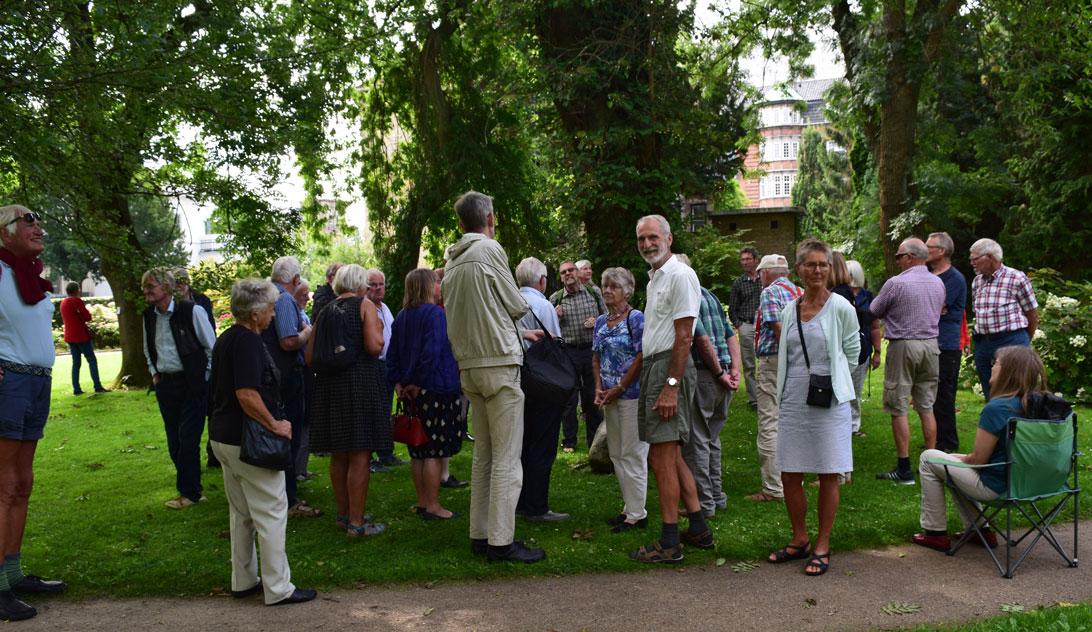 Havegruppen på rundvisning i Landbohøjskolens Have.